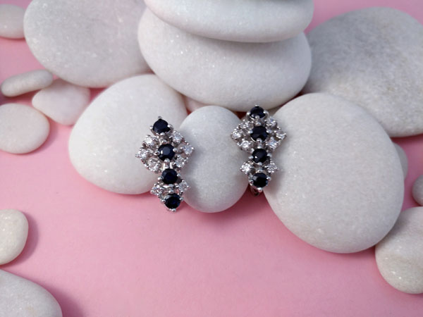 Sterling silver earrings with gems of Sapphires and Swarovski crystals.. Foto 1