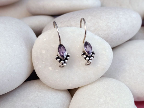 Pendientes artesanales de plata y gemas facetadas de Amatista.. Ref. TMM