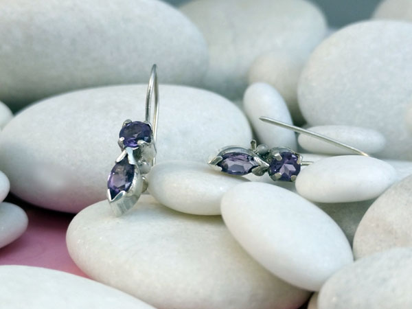 Pendientes artesanales de plata y gemas facetadas de Amatista.. Foto 2