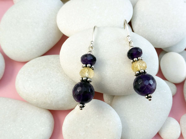 Ethnic Sterling silver earrings with Amethyst and Quartz gemstones.. Foto 2