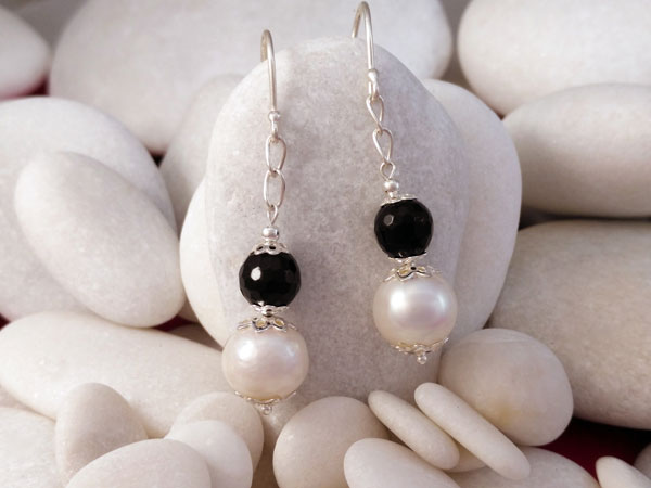 Black jet and Pearls Sterling silver earrings.. Foto 1