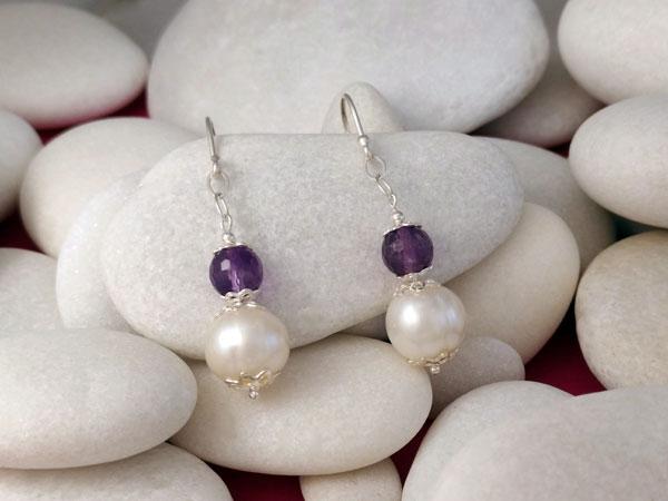 Pendientes artesanales de plata, perlas y amatista.. Ref. TMY