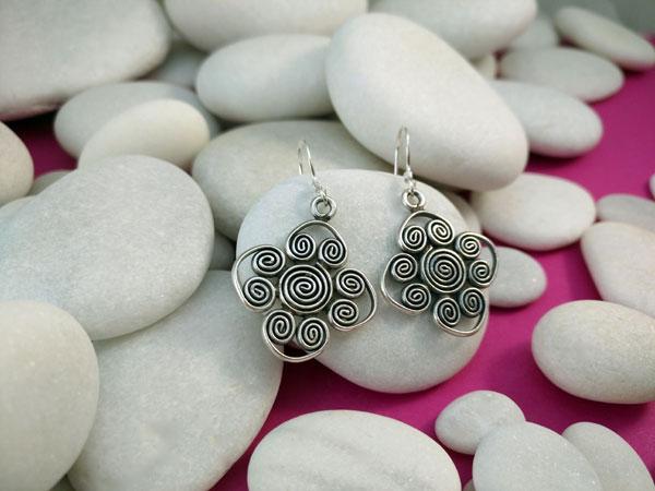 Pendientes artesanales de plata.. Foto 1