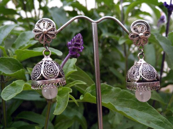 Pendientes artesanales de plata y cuarzo rosa.. Ref. TNE