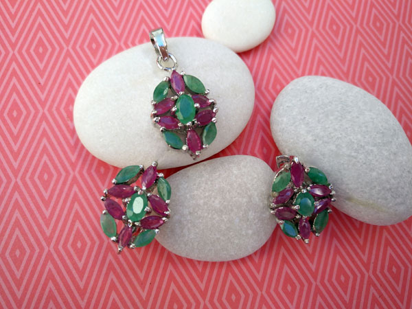 Dressy Emerald and Rubis Sterling silver earrings and pendant set.. Foto 2