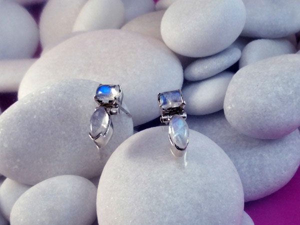 Handmade Sterling silver and Moonstone earrings.. Foto 2