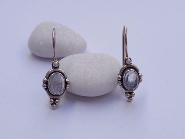 Pendientes etnicos artesanales de plata y Piedra de luna.. Foto 1