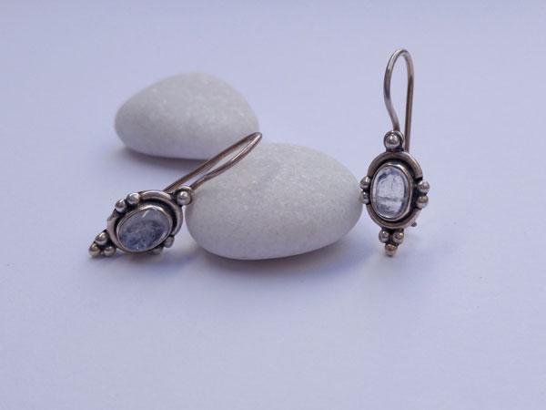 Pendientes etnicos artesanales de plata y Piedra de luna.. Foto 2