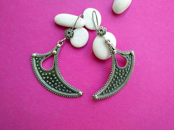 Sterling silver ethnic earrings made in Jaipur, Rajhastan, India.. Foto 1