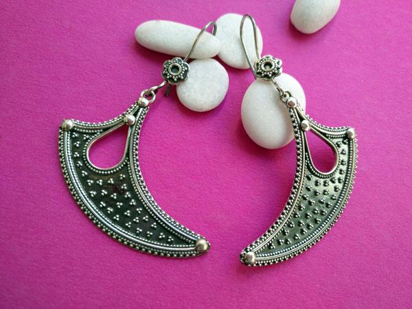 Sterling silver ethnic earrings made in Jaipur, Rajhastan, India.. Foto 2