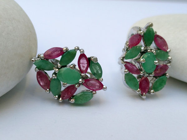 Elegant ethnic silver earrings.. Foto 1