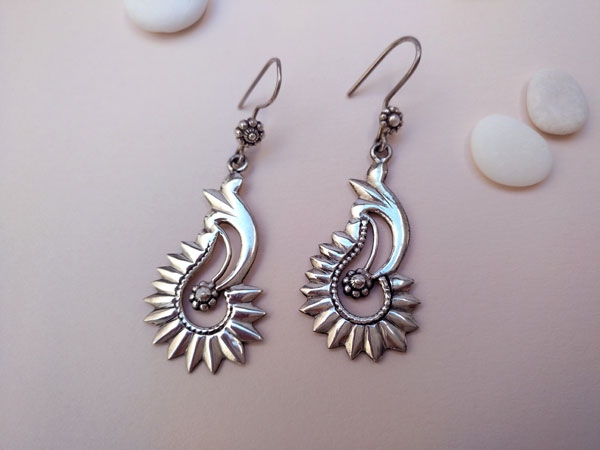 Ethnic Sterling silver traditional earrings.. Foto 1