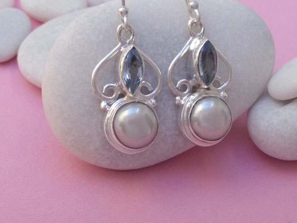 Sterling silver earrings with pearls and Aquamarines.. Foto 2
