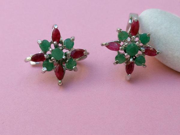 Pendientes etnicos artesanales de plata y gemas de rubi y esmeralda.. Foto 2