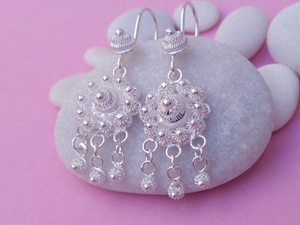 Ethnic earrings made of Sterling silver filigree.. Foto 2