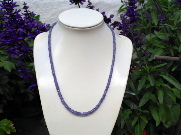 Tanzanite gemstones necklace.. Foto 1