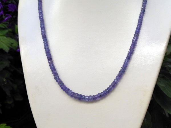 Tanzanite gemstones necklace.. Foto 2