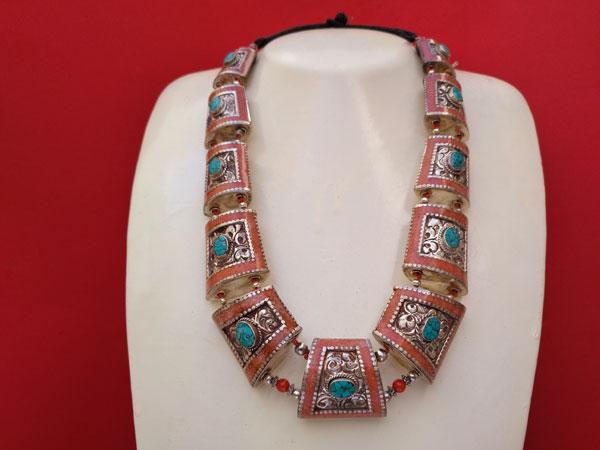 Conjunto de collar y pendientes etnicos tibetanos.. Ref. TPB