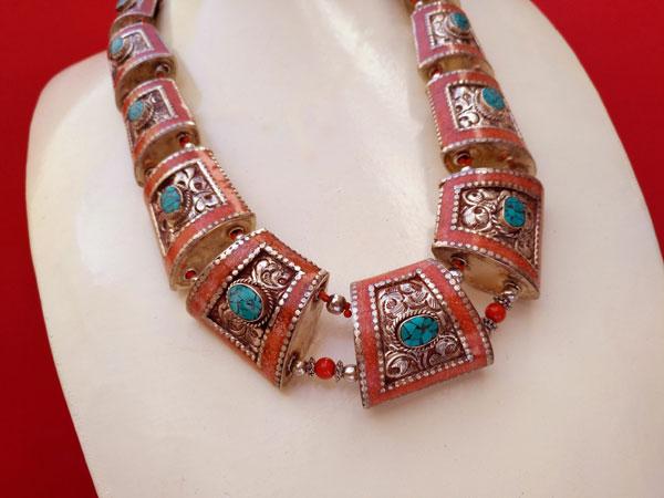 Conjunto de collar y pendientes etnicos tibetanos.. Foto 2
