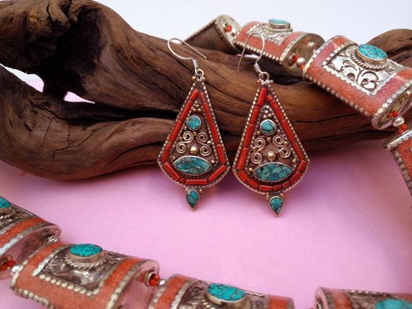 Conjunto de collar y pendientes etnicos tibetanos.. Foto 3