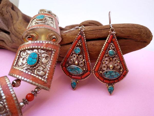 Conjunto de collar y pendientes etnicos tibetanos.. Foto 4