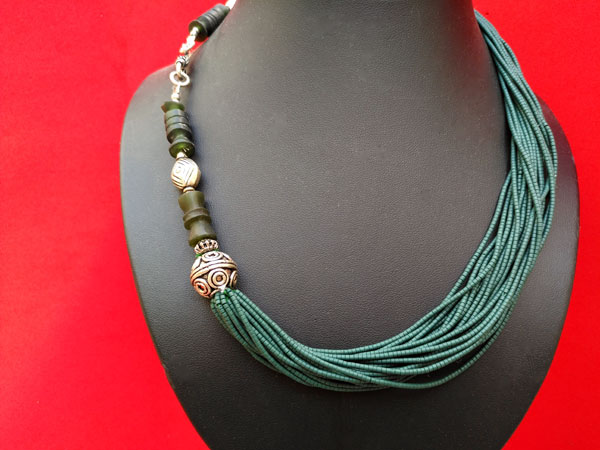 Collar etnico de aventurina verde.. Foto 3