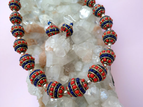 Tibetan handmade ethnic necklace and earrings set.. Foto 3