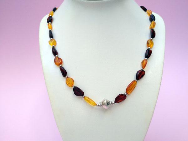 Collar etnico artesanal de plata y ambar.. Foto 3