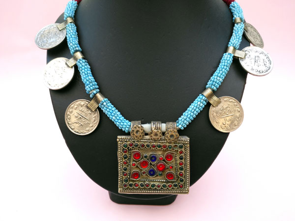 Ethnic necklace from central Asia.. Foto 1