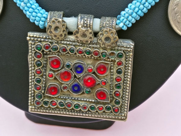 Ethnic necklace from central Asia.. Foto 2