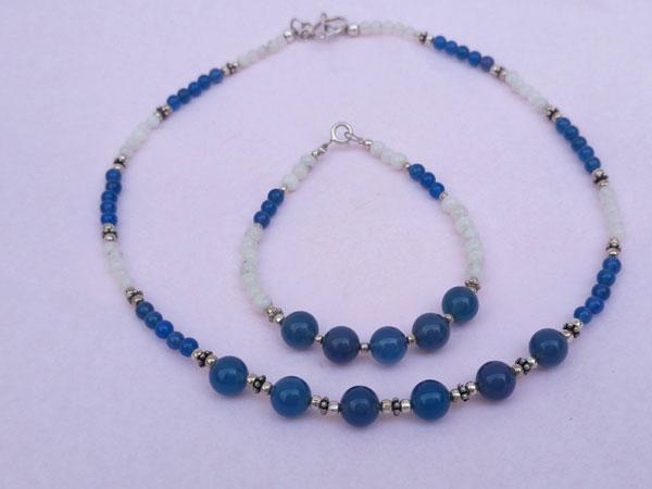 Conjunto de collar y pulsera de plata, cuarzo azul y piedra de luna.. Foto 3