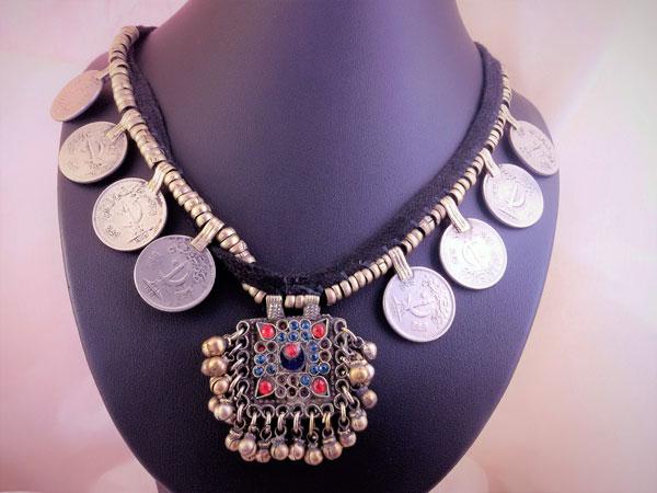 Collar etnico de centro Asia.. Foto 1