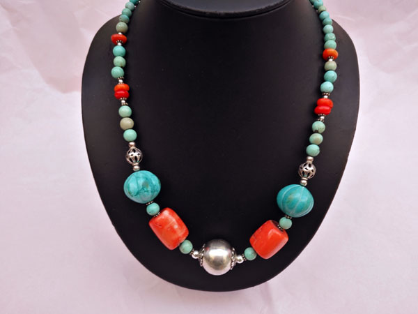 Traditional Tibetan Sterling silver and turquoise necklace.. Foto 1