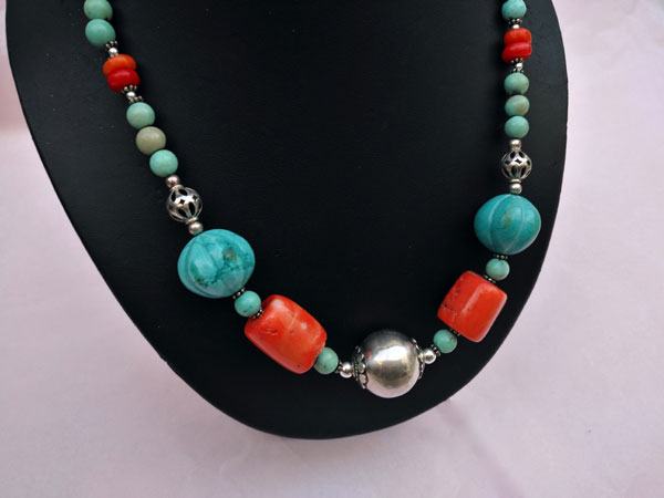 Traditional Tibetan Sterling silver and turquoise necklace.. Foto 2