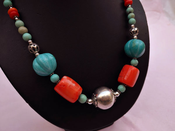 Traditional Tibetan Sterling silver and turquoise necklace.. Foto 3