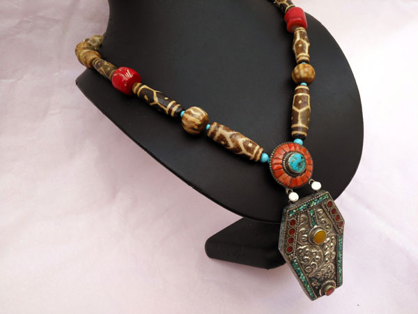 Traditional Tibetan necklace.. Foto 2