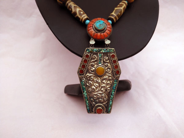 Traditional Tibetan necklace.. Foto 4