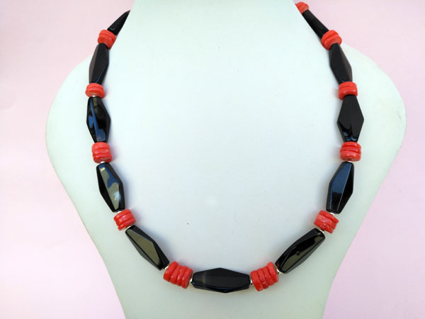 Ethnic Sterling silver, Onix and coral necklace.. Foto 2