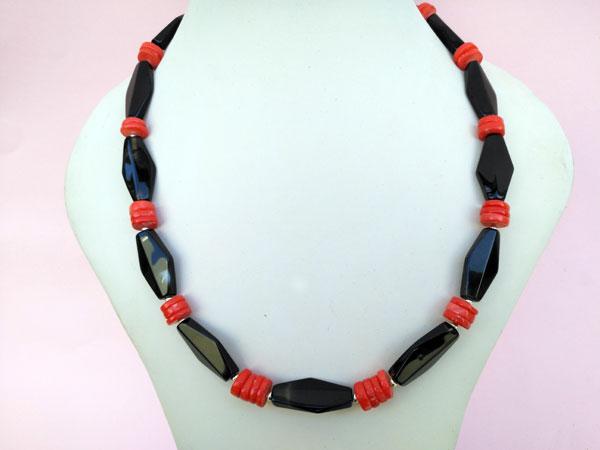 Collar etnico de agata y corales.. Foto 2