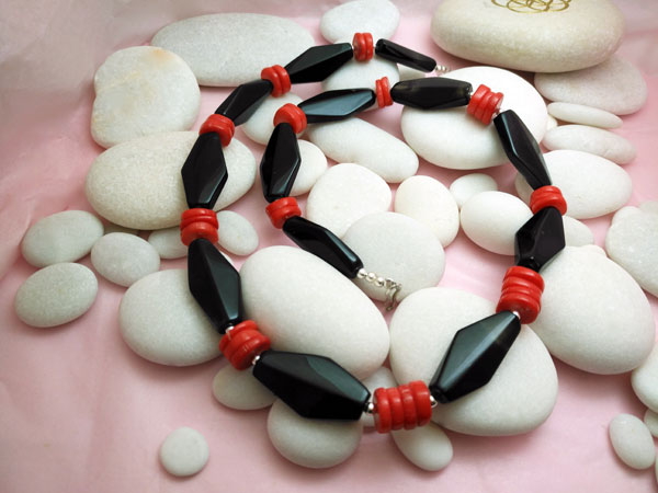 Ethnic Sterling silver, Onix and coral necklace.. Foto 4