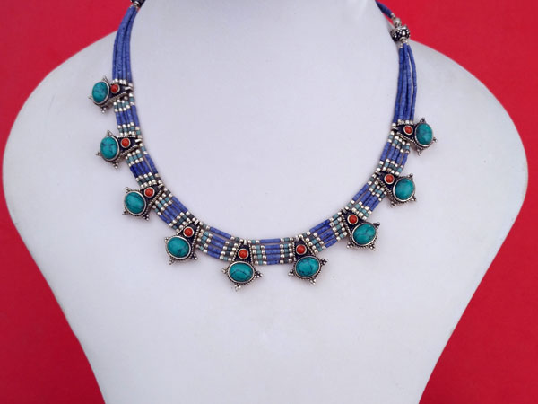Collar etnico artesanal tibetano de plata.. Ref. TQE
