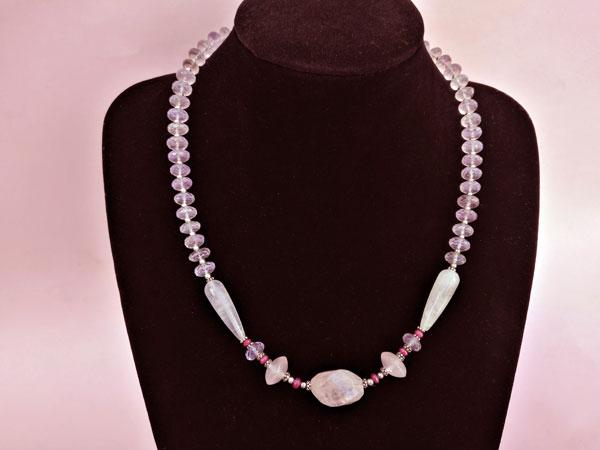 Elegante collar de plata con gemas de Kunzita, Rubis y Cuarzo rosa.. Foto 4