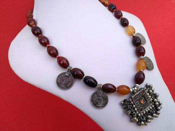Collar etnico tradicional de agata cornalina.. Ref. TRC
