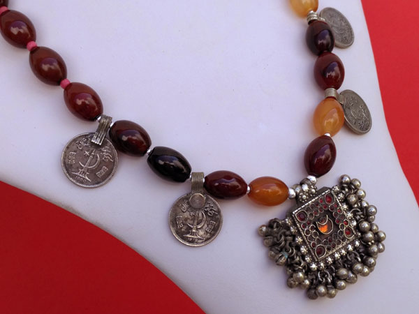 Collar etnico tradicional de agata cornalina.. Foto 2