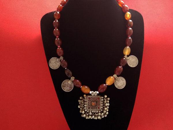 Collar etnico tradicional de agata cornalina.. Foto 3