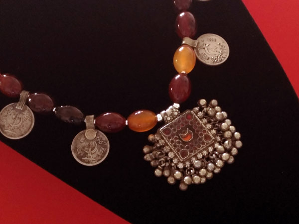 Carnelian agate traditional ethnic necklace.. Foto 4