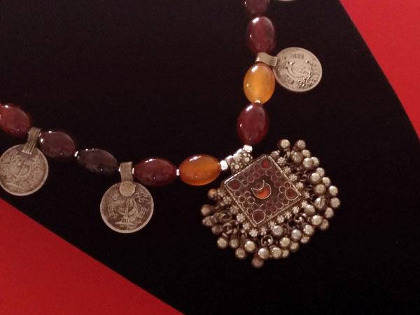 Collar etnico tradicional de agata cornalina.. Foto 4