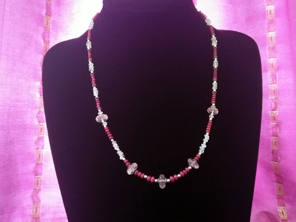 Collar de plata y gemas de Kunzita, Piedra de luna y Rubis.. Ref. TRD