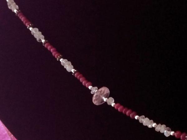 Collar de plata y gemas de Kunzita, Piedra de luna y Rubis.. Foto 4