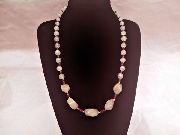 Silver necklace with rubies and rose quartz.. Foto 1